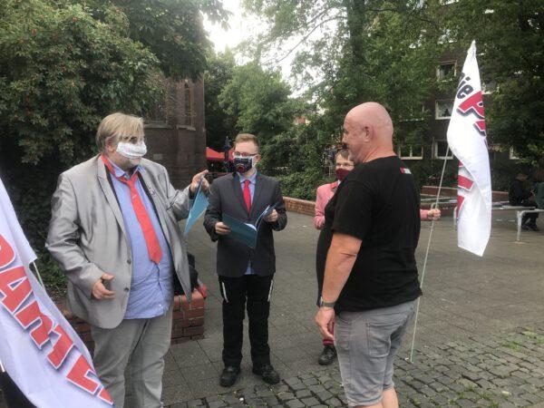 Dialog mit dem Bürger: Matthias Eidens (DIE PARTEI); Foto: Peter Ansmann