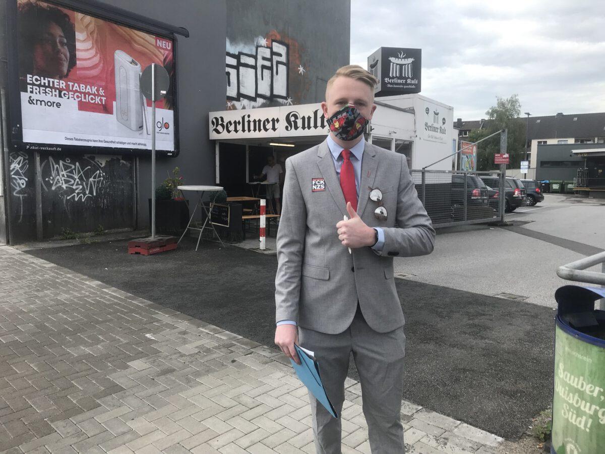 In Wanheimerort: Chris Fath - Direktkandidat der PARTEI für Großenbaum / Rahm; Foto: Peter Ansmann