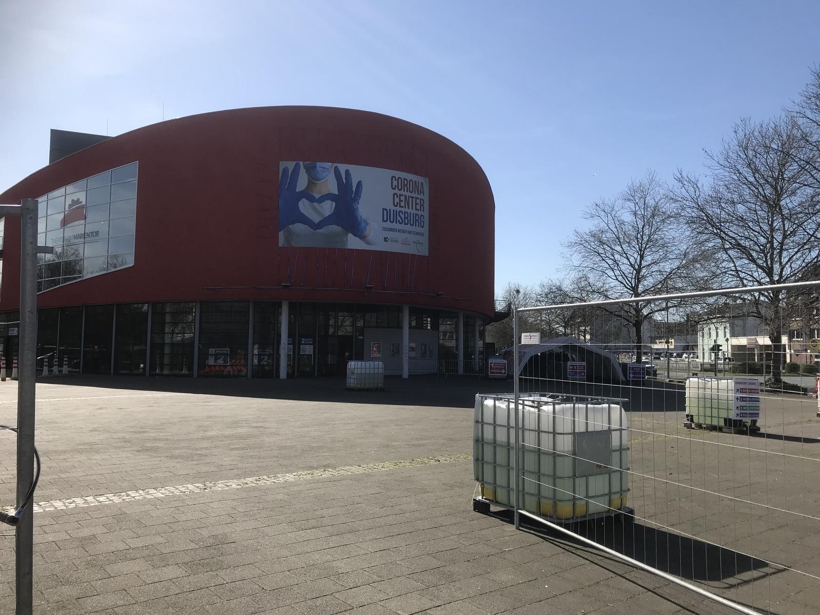 Das Corona-Center in Duisburg; Foto: Peter Ansmann